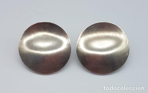 Joyeria: Originales pendientes de diseño tipo botón de gran tamaño en plata de ley mate . - Foto 3 - 165427242