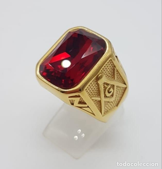 Joyeria: Gran anillo de caballero tipo sello solitario Masónico chapado en oro de 18k y símil de rubi . - Foto 3 - 180082893