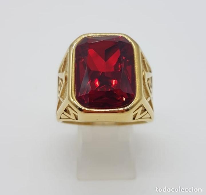 Joyeria: Gran anillo de caballero tipo sello solitario Masónico chapado en oro de 18k y símil de rubi . - Foto 4 - 180082893