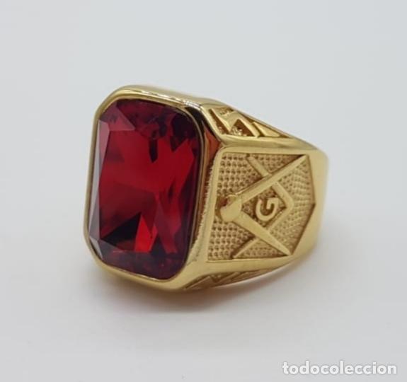 Joyeria: Gran anillo de caballero tipo sello solitario Masónico chapado en oro de 18k y símil de rubi . - Foto 5 - 180082893
