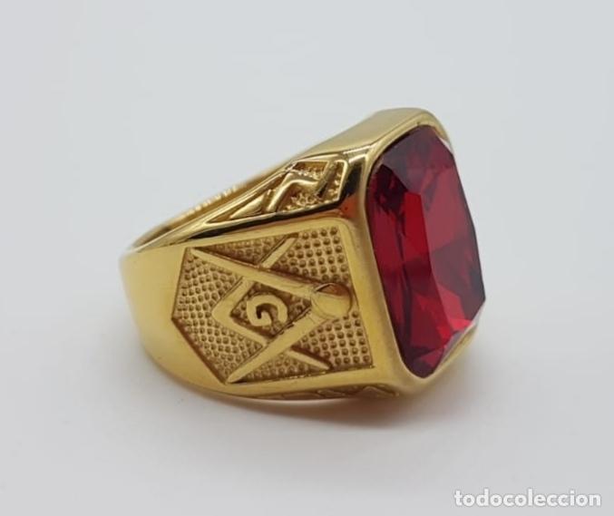 Joyeria: Gran anillo de caballero tipo sello solitario Masónico chapado en oro de 18k y símil de rubi . - Foto 7 - 180082893
