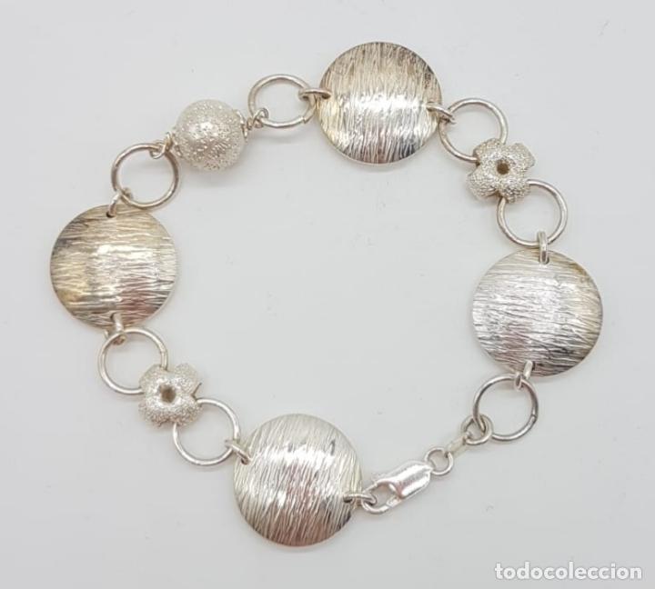 Joyeria: Sofisticada pulsera de eslabones de diseño en plata de ley contrastada parcialmente grabada . - Foto 2 - 165883702