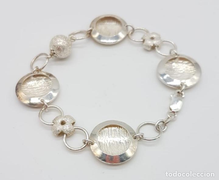 Joyeria: Sofisticada pulsera de eslabones de diseño en plata de ley contrastada parcialmente grabada . - Foto 3 - 165883702