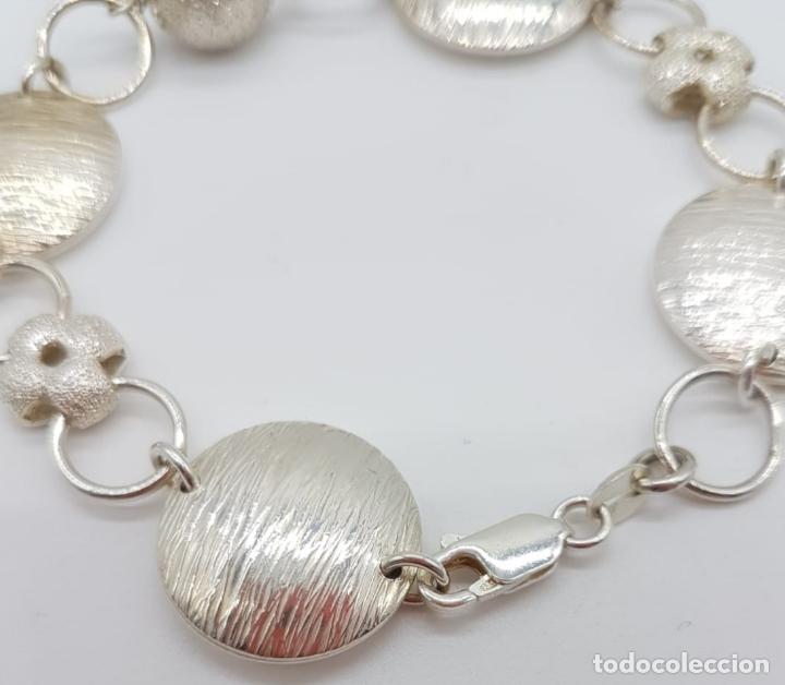 Joyeria: Sofisticada pulsera de eslabones de diseño en plata de ley contrastada parcialmente grabada . - Foto 4 - 165883702