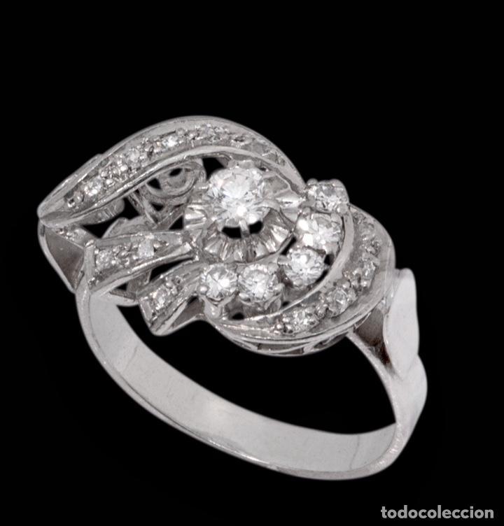 Joyeria: Espectacular sortija de oro blanco art Deco con diamantes entrelazado - Foto 3 - 166423926