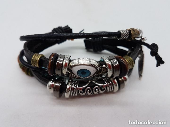 Joyeria: Preciosa pulsera de varias vueltas de cuero con abalorios en bronce y cromado y ojo turco. Ajustable - Foto 3 - 166772794