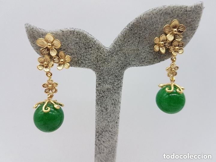 Joyeria: Preciosos pendientes de diseño en plata de ley chapada en oro de 18 quilates con cabujones de jade. - Foto 2 - 166900108