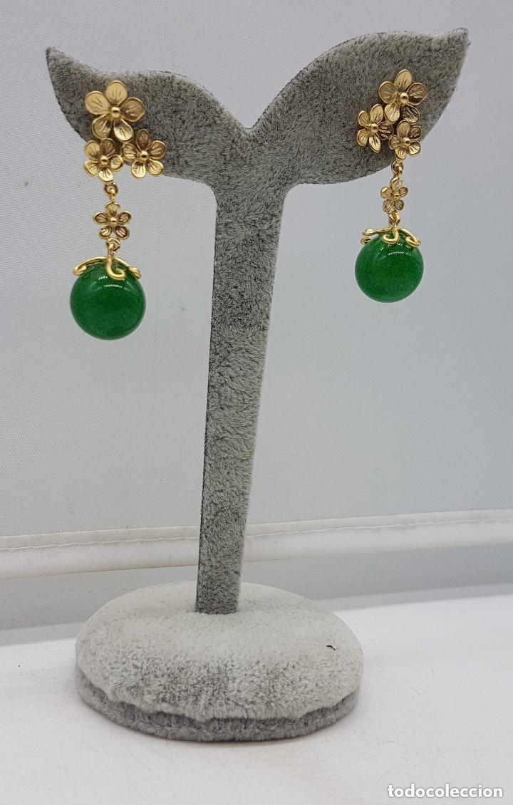 Joyeria: Preciosos pendientes de diseño en plata de ley chapada en oro de 18 quilates con cabujones de jade. - Foto 3 - 166900108