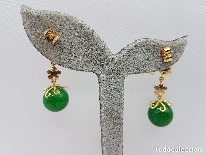 Joyeria: Preciosos pendientes de diseño en plata de ley chapada en oro de 18 quilates con cabujones de jade. - Foto 5 - 166900108