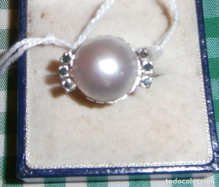Joyeria: anillo oro blanco media perla grande y seis esmeraldas - Foto 4 - 87529020