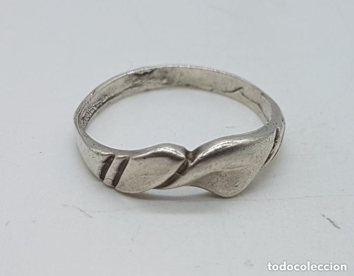 Joyeria: Antiguo anillo en plata de ley contrastada con ondulaciones muy elegante. - Foto 2 - 168063240
