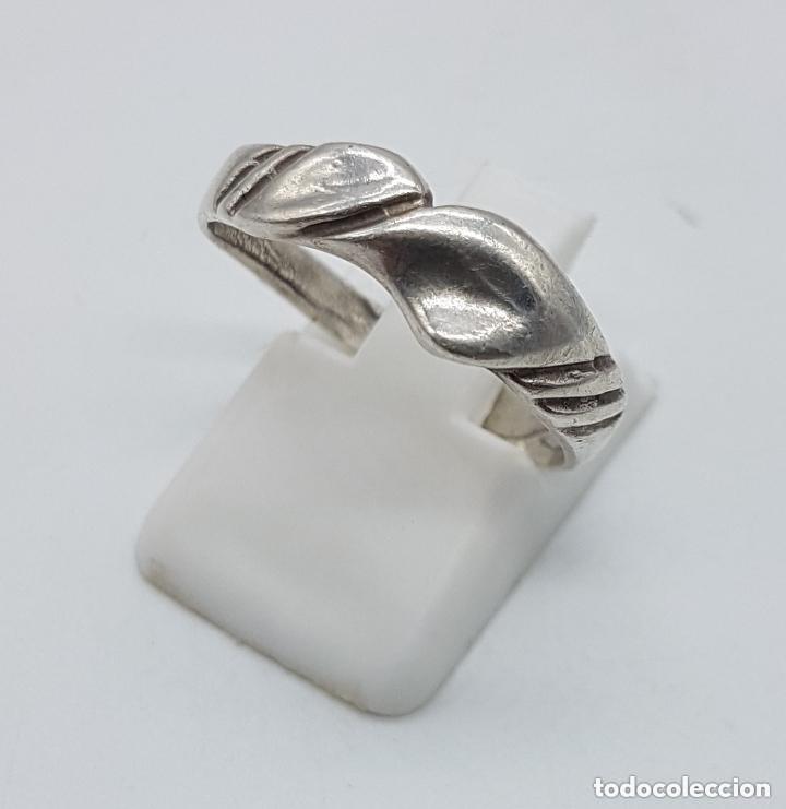 Joyeria: Antiguo anillo en plata de ley contrastada con ondulaciones muy elegante. - Foto 3 - 168063240