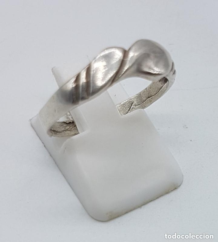Joyeria: Antiguo anillo en plata de ley contrastada con ondulaciones muy elegante. - Foto 4 - 168063240