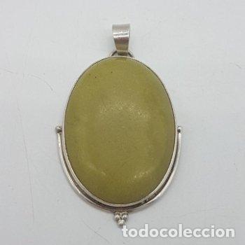 ANTIGUO GRAN COLGANTE ART DECO DE PLATA 925 CON GRAN CABUJÓN DE JADE AMARILLO. (Joyería - Colgantes Antiguos)
