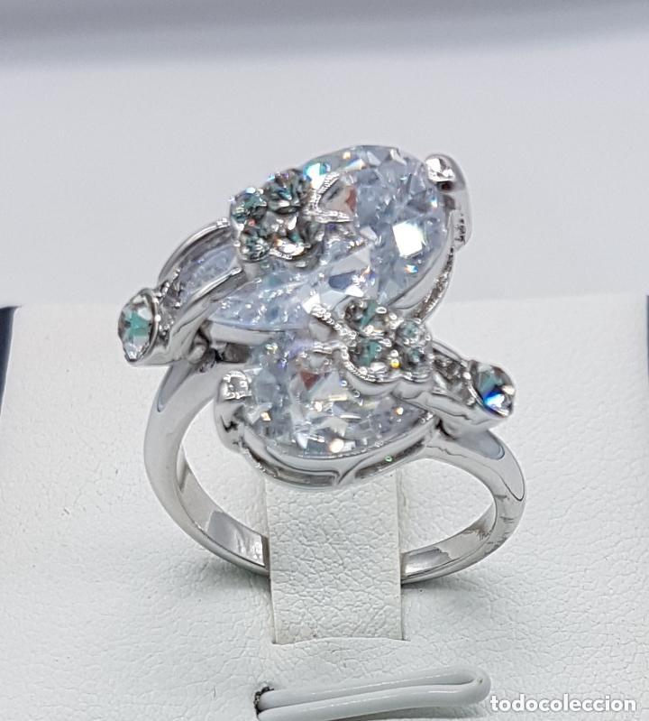 Joyeria: Precioso anillo con formas modernistas con baño de plata de ley y circonitas. - Foto 5 - 168151980