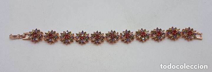Joyeria: Magnífica pulsera de diseño floral con cristales autríacos bañada en oro. - Foto 2 - 168267168