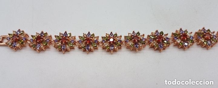 Joyeria: Magnífica pulsera de diseño floral con cristales autríacos bañada en oro. - Foto 3 - 168267168