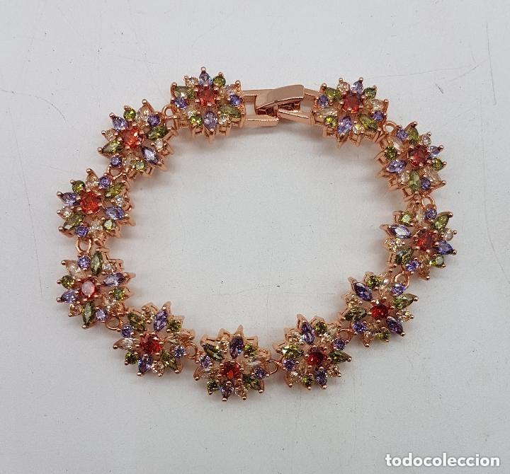 Joyeria: Magnífica pulsera de diseño floral con cristales autríacos bañada en oro. - Foto 5 - 168267168