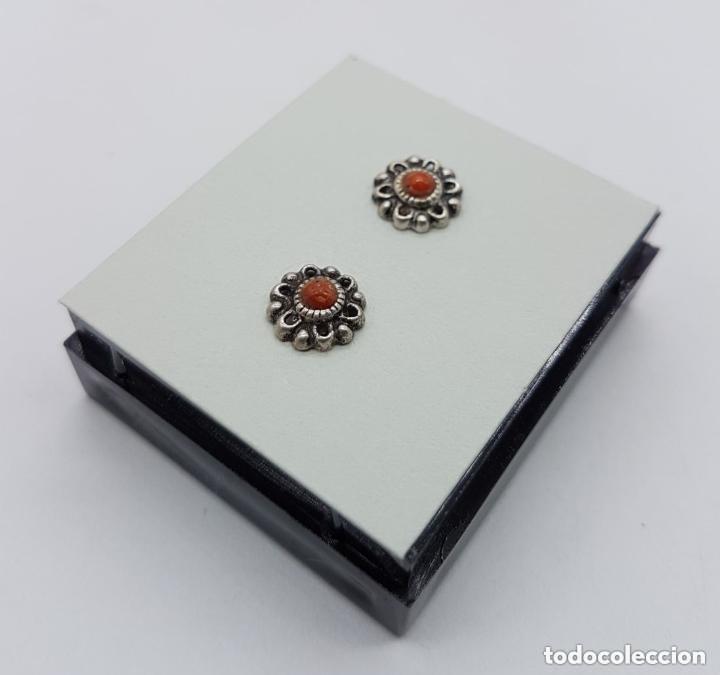 Joyeria: Bonitos pendientes antiguos de plata pequeños de boton con cabujón de símil de coral rojo. - Foto 4 - 168633401