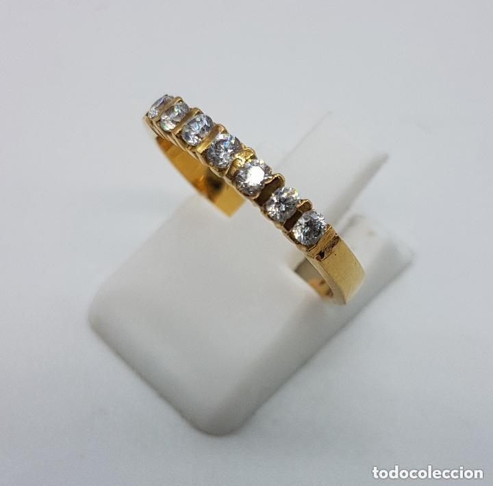 Joyeria: Anillo antiguo tipo alianza en plata de ley y baño en oro de 18 quilates con circonitas engarzadas. - Foto 4 - 168676732