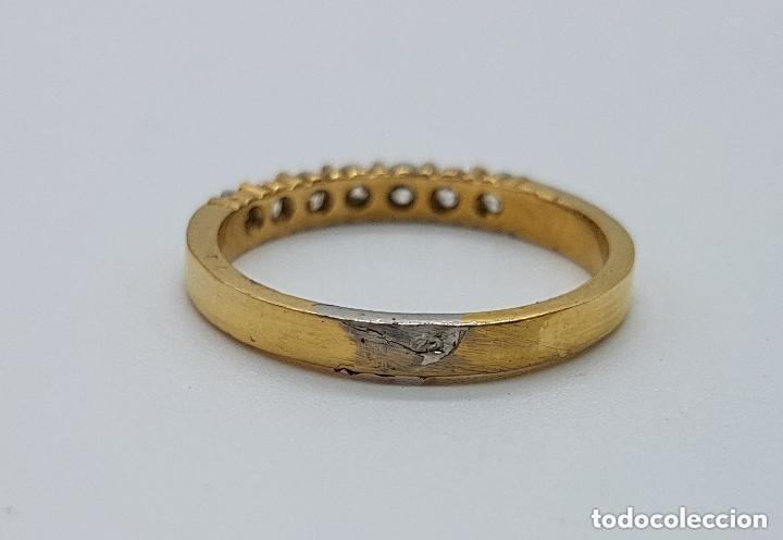 Joyeria: Anillo antiguo tipo alianza en plata de ley y baño en oro de 18 quilates con circonitas engarzadas. - Foto 5 - 168676732