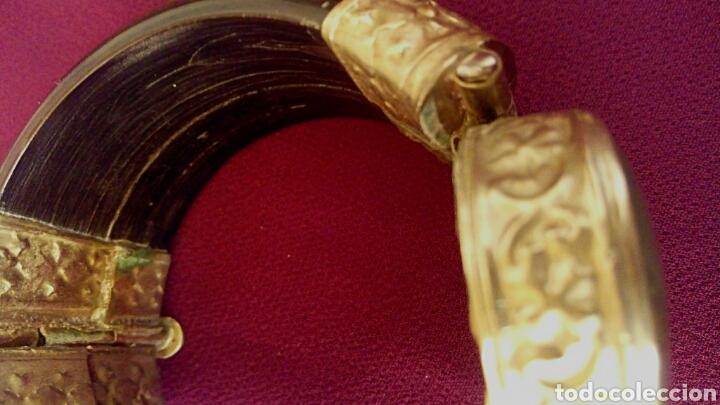 Joyeria: Pulsera etnica. Cuerno, laton dorado grabado. Y gran gema de agata o verdite. - Foto 2 - 169731292