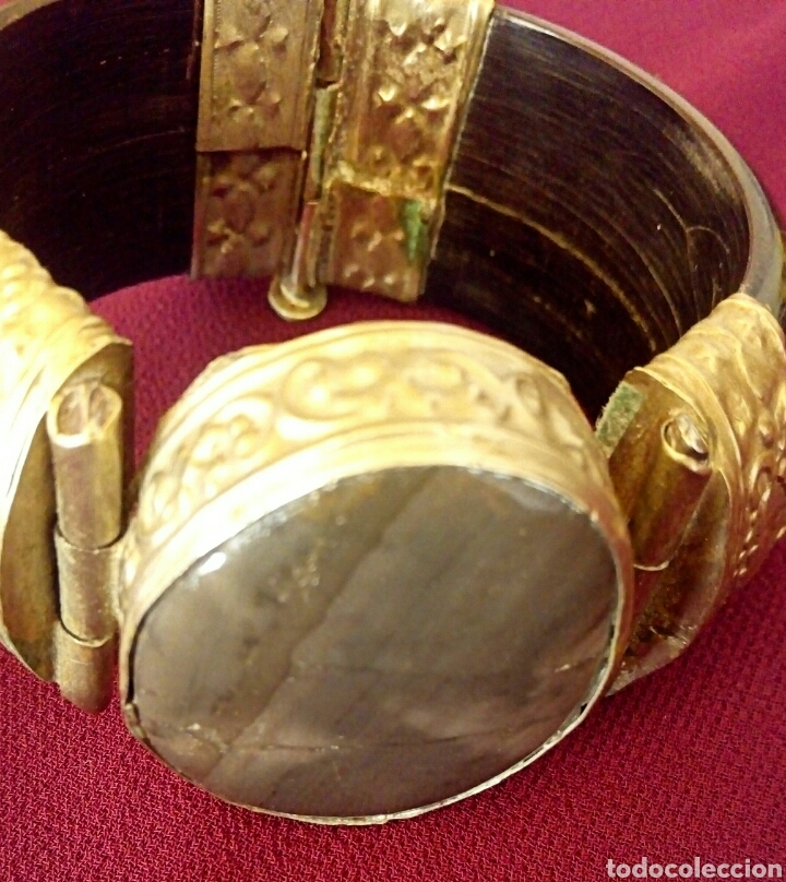 Joyeria: Pulsera etnica. Cuerno, laton dorado grabado. Y gran gema de agata o verdite. - Foto 3 - 169731292