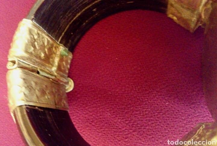 Joyeria: Pulsera etnica. Cuerno, laton dorado grabado. Y gran gema de agata o verdite. - Foto 4 - 169731292
