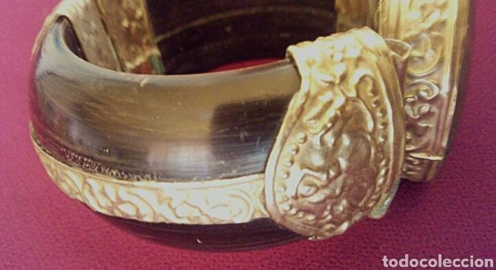 Joyeria: Pulsera etnica. Cuerno, laton dorado grabado. Y gran gema de agata o verdite. - Foto 5 - 169731292