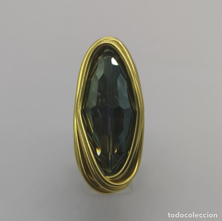 Joyeria: Espectacular anillo de diseño sofisticado con acabado en oro de 14k y cristal austriaco verde . - Foto 2 - 169771936