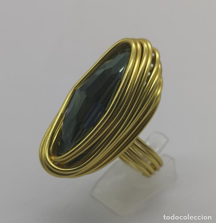 Joyeria: Espectacular anillo de diseño sofisticado con acabado en oro de 14k y cristal austriaco verde . - Foto 3 - 169771936