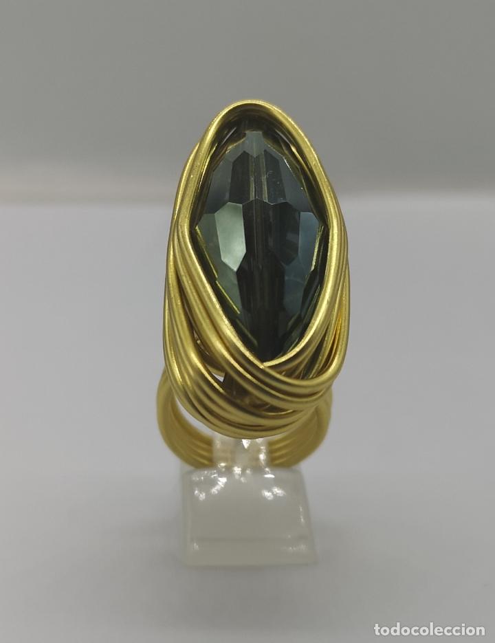 Joyeria: Espectacular anillo de diseño sofisticado con acabado en oro de 14k y cristal austriaco verde . - Foto 4 - 169771936