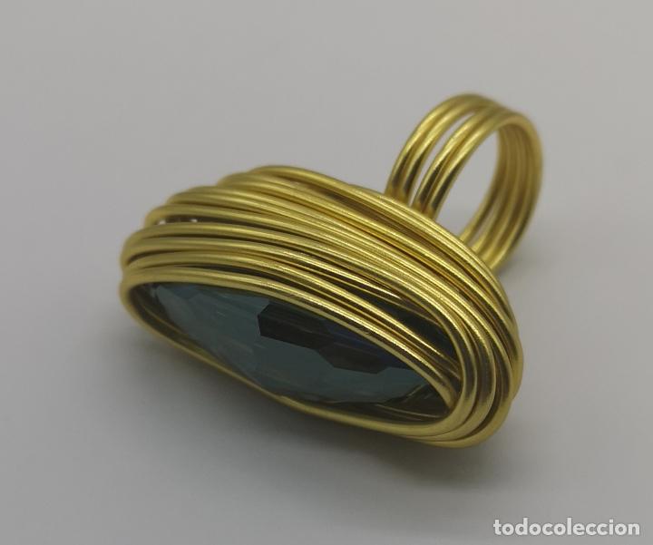 Joyeria: Espectacular anillo de diseño sofisticado con acabado en oro de 14k y cristal austriaco verde . - Foto 6 - 169771936