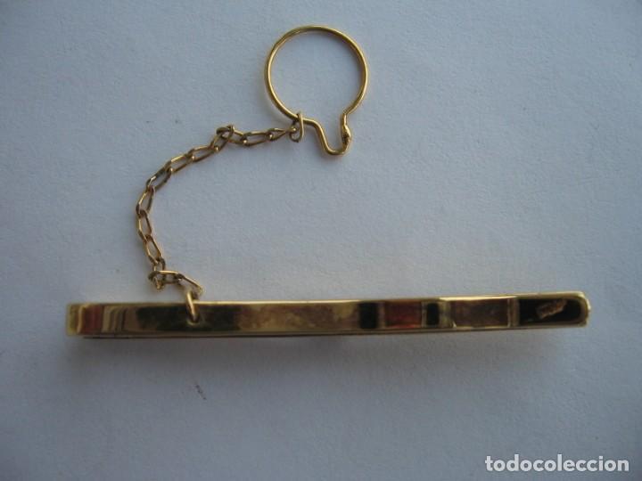Joyeria: Pasador de corbata de plata con baño de oro y circonita cúbica central - Foto 4 - 169881108