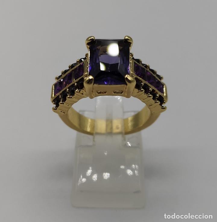 Joyeria: Bello anillo tipo vintage con amatistas talla princesa, acabado en oro de ley de 14k . - Foto 3 - 171212453