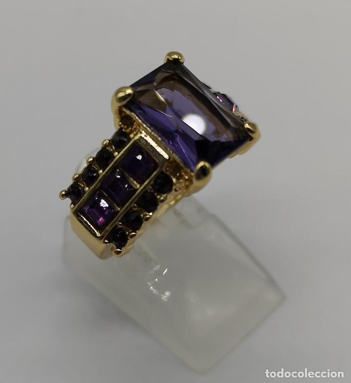 Joyeria: Bello anillo tipo vintage con amatistas talla princesa, acabado en oro de ley de 14k . - Foto 4 - 171212453