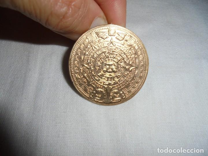BONITO BROCHE DE PLATA Y PLATA DORADA.REPRODUCCION PRECOLOMBINA.TAMBIEN SE PUEDE COLGAR (Joyería - Broches Antiguos)