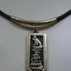 Joyeria: CORDÓN CON COLGANTE CON MOTIVOS EGIPCIOS EN PLATA. . Lote 172150364