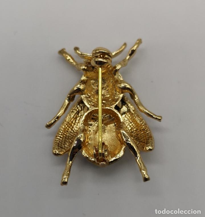 Joyeria: Sofisticado broche de estilo art decó en forma de abeja con acabado en oro y esmaltes al fuego . - Foto 5 - 172586169
