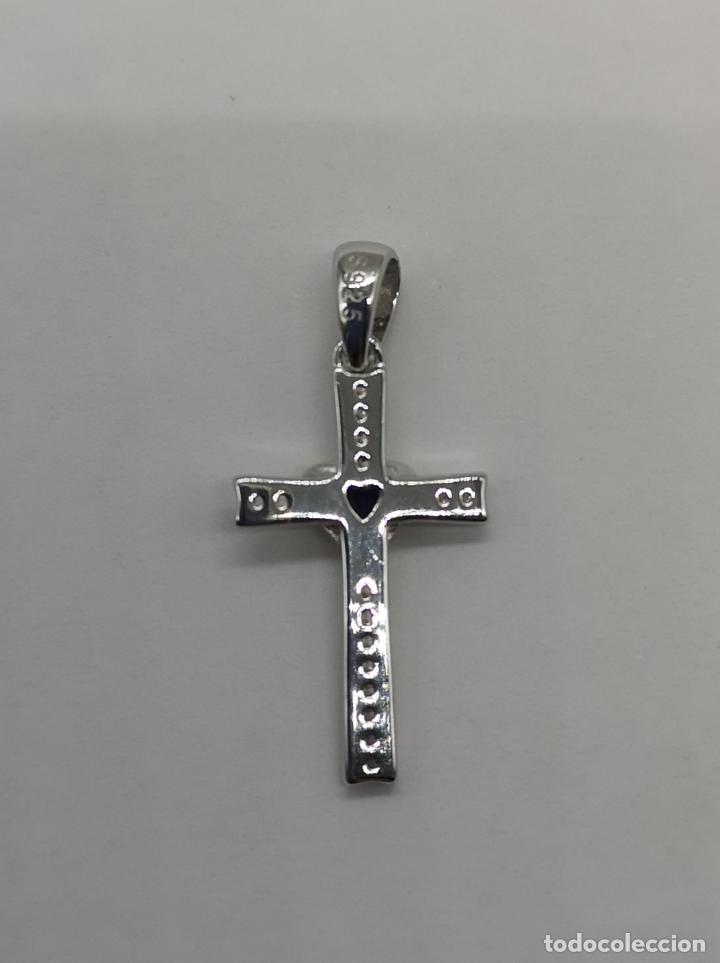 Joyeria: Elegante colgante en forma de cruz en plata de ley, oro de 18k, zafiro talla corazón y circonitas . - Foto 6 - 202670261