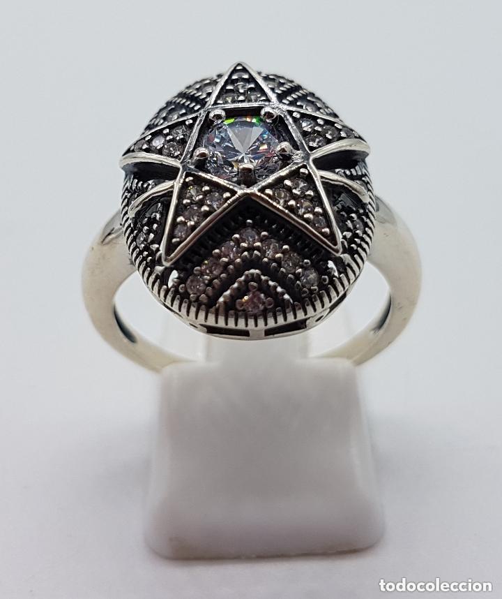 Joyeria: Precioso anillo en plata de ley ovalado, cincelado con forma de estrella y circonitas engarzadas . - Foto 3 - 173790150