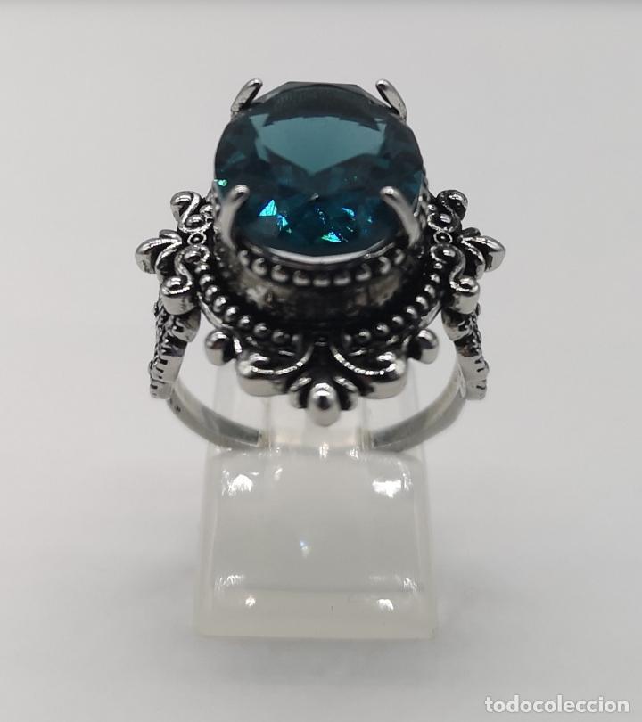 Joyeria: Magnífico anillo de estilo gótico con acabado en plata de vieja y cristal austriaco azul talla oval - Foto 3 - 275614268