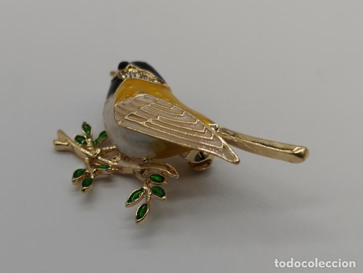 Joyeria: Precioso broche de gorrion con acabado en oro, esmaltes al fuego y circonitas talla brillante . - Foto 2 - 187595686