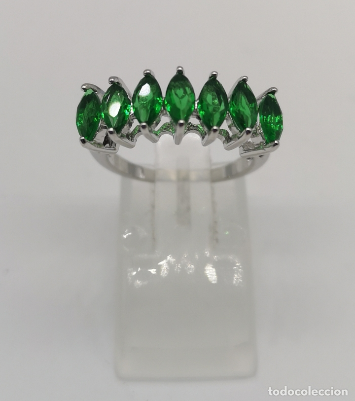 Joyeria: Preciosa sortija en plata de ley laminada con esmeraldas talla marqués creadas y engarzadas . - Foto 2 - 227004785