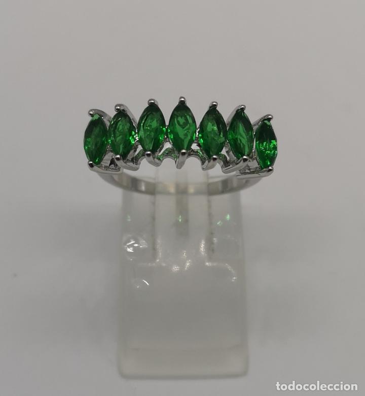 Joyeria: Preciosa sortija en plata de ley laminada con esmeraldas talla marqués creadas y engarzadas . - Foto 5 - 227004785