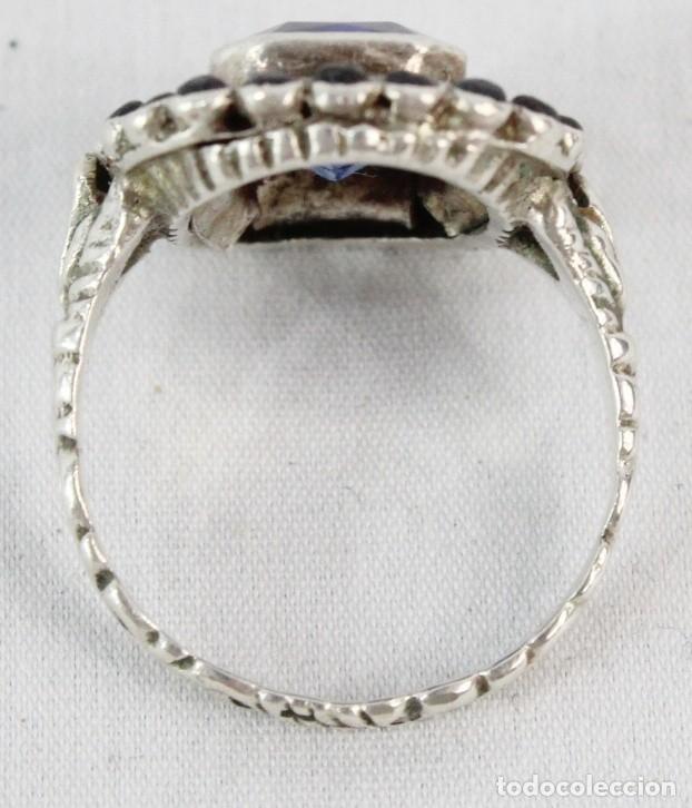 Joyeria: Bellísimo anillo de plata y zafiros azules. Todo el aro labrado finamente pps s XX - Foto 4 - 176891449