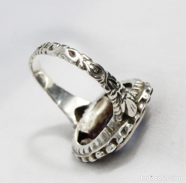 Joyeria: Bellísimo anillo de plata y zafiros azules. Todo el aro labrado finamente pps s XX - Foto 5 - 176891449