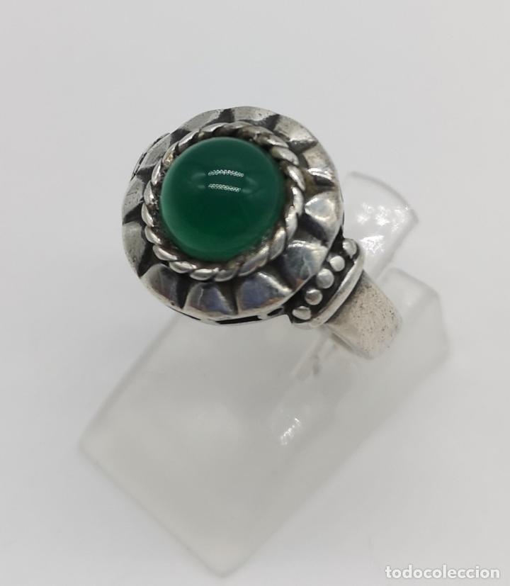 Joyeria: Anillo antiguo en plata de ley bellamente cincelada con cabujón de jade autentico . - Foto 2 - 176946079