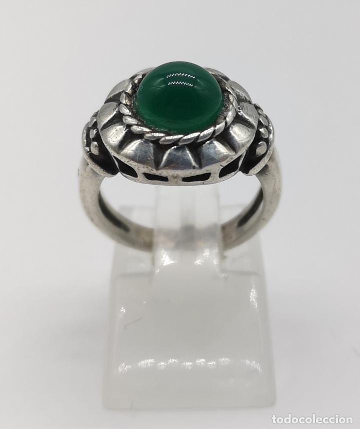 Joyeria: Anillo antiguo en plata de ley bellamente cincelada con cabujón de jade autentico . - Foto 3 - 176946079