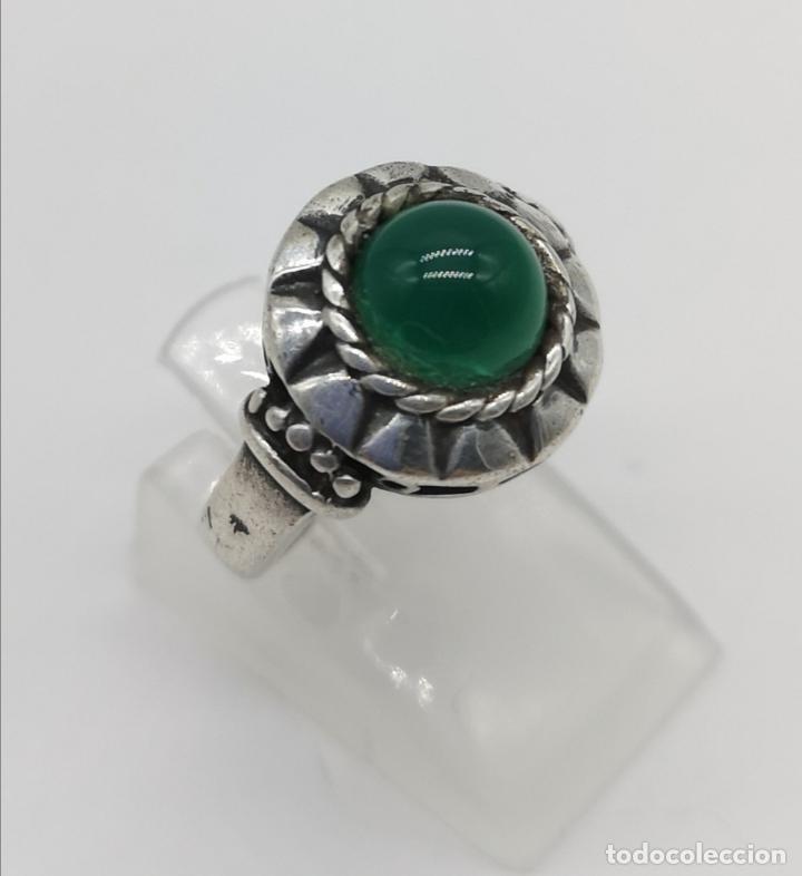 Joyeria: Anillo antiguo en plata de ley bellamente cincelada con cabujón de jade autentico . - Foto 4 - 176946079